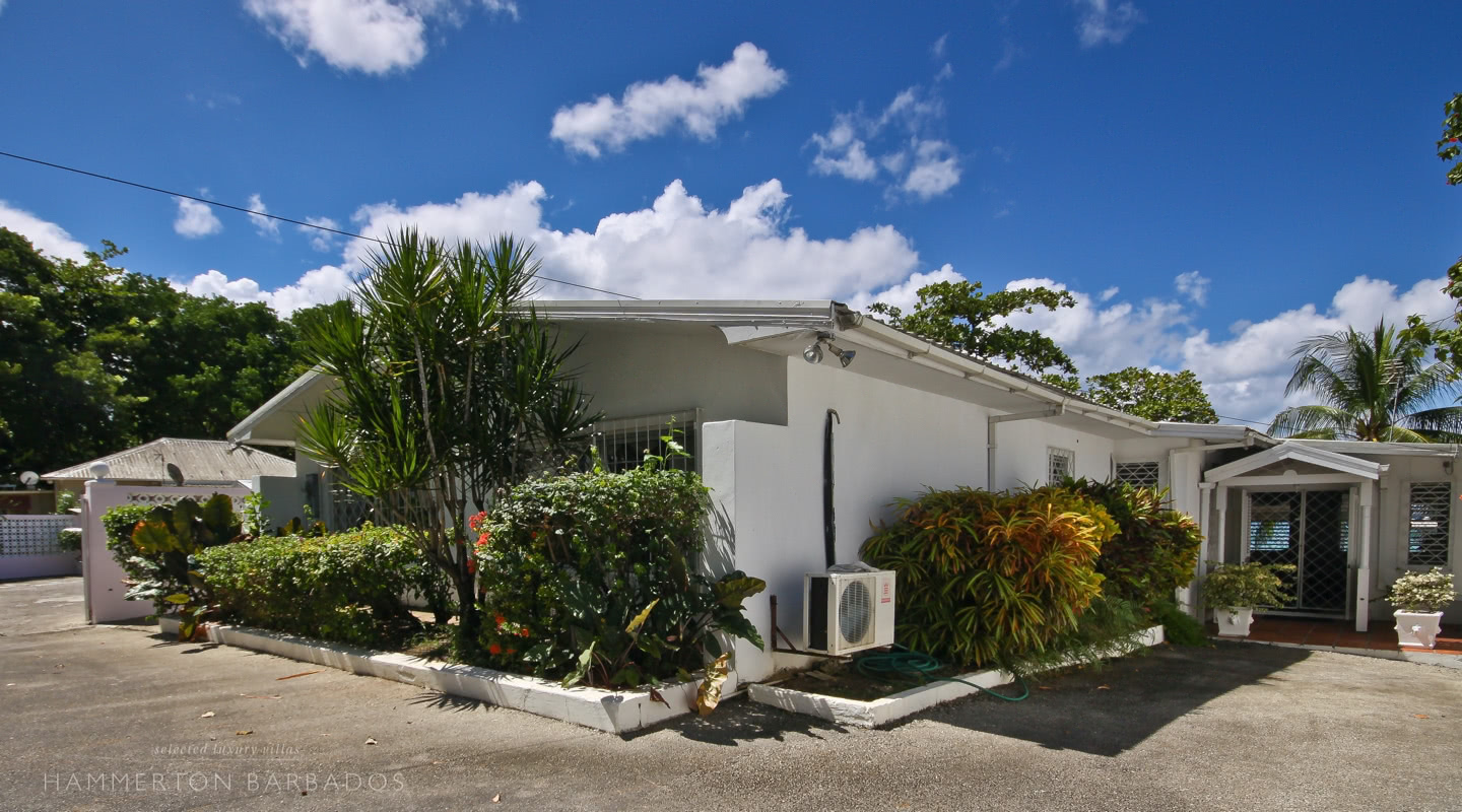 Aquamarine villa in Mullins, Barbados